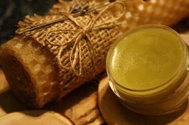 Мед, пчелиный подмор и прополис